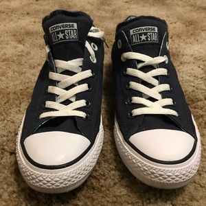 **Like new Navy Converse all star shoes